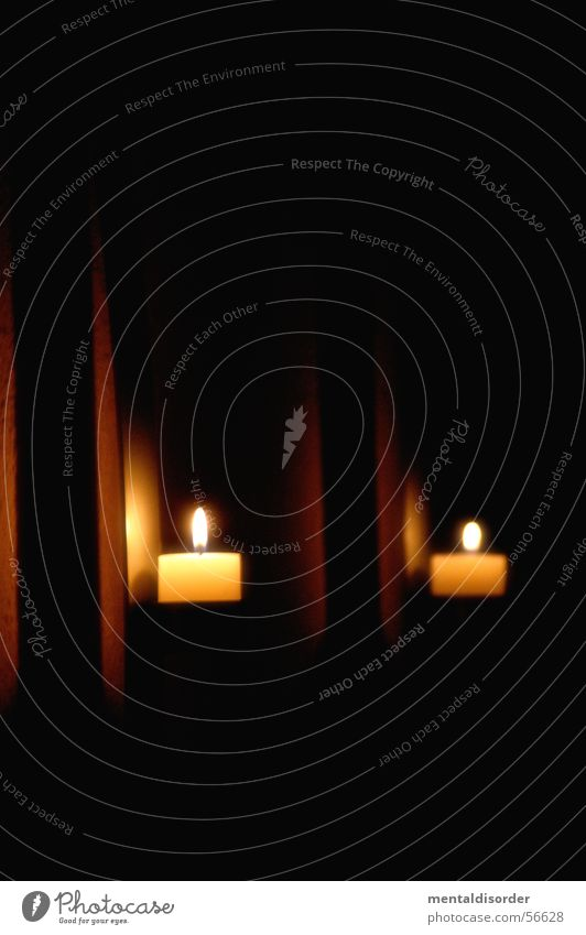 Licht an der Wand schwarz dunkel Mauer See Raum Beleuchtung orange Wohnung Kerze Stahl brennen hängen Illumination glühen