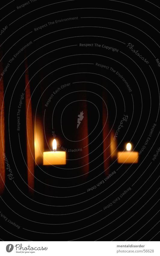 Licht an der Wand schwarz dunkel Wand Mauer See Raum Beleuchtung orange Wohnung Kerze Stahl brennen hängen Illumination glühen