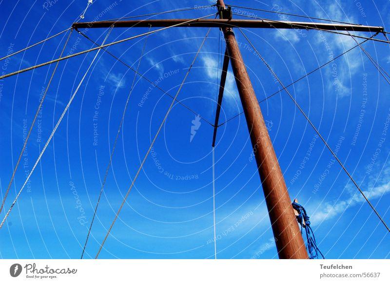 Hoch hinaus Wasserfahrzeug Winter Ringkøbingfjord Holz Strommast Segel Hafen Dänemark Himmel blau Sonne Seil