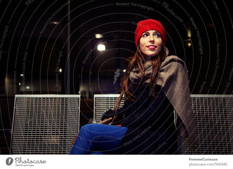 At the station (VII). feminin Junge Frau Jugendliche Erwachsene 1 Mensch 18-30 Jahre Verkehr Verkehrsmittel Personenverkehr Öffentlicher Personennahverkehr