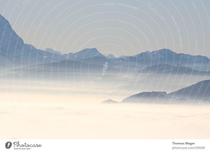 Neblige Ferne Wolken Nebel Berge u. Gebirge Aussicht Landschaft Perspektive