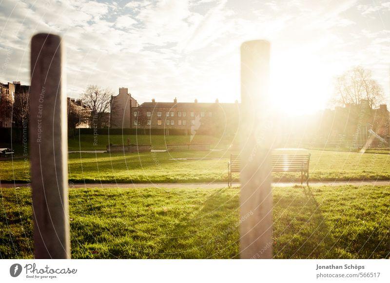 Edinburgh XIV Umwelt Natur Himmel Sonne Sonnenlicht Schönes Wetter Baum Gras Park Wiese Schottland Großbritannien Stadt Stadtrand Haus Spielplatz Bauwerk