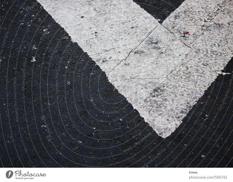 v Stadt weiß schwarz Straße Farbstoff Wege & Pfade Stein Linie Verkehr Schilder & Markierungen Ordnung Spitze einfach Vergänglichkeit Sicherheit Asphalt