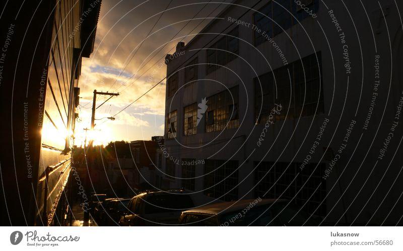 After the rain Wolken Sonnenuntergang Sturm Garage Haus Fenster Leitung Elektrizität Reflexion & Spiegelung Seitenstraße Physik Warmes Licht San Francisco