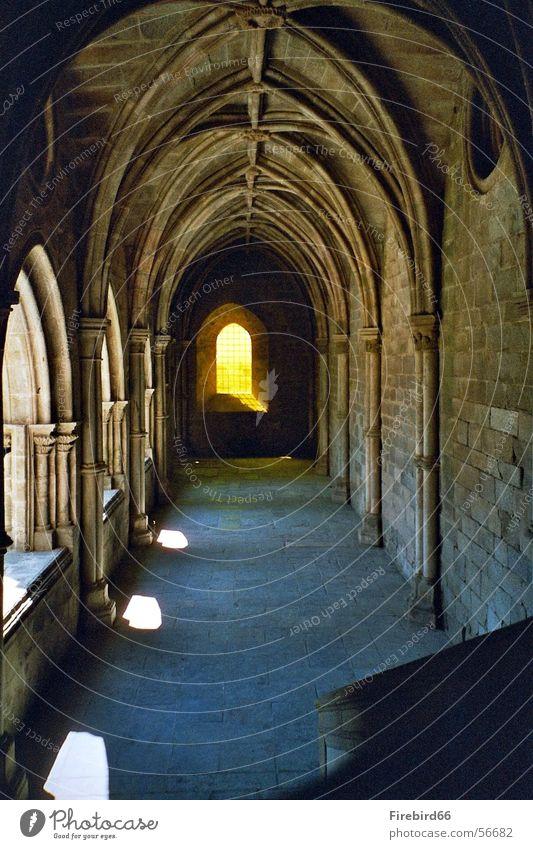 Das Licht am ende des ..... Fenster Tunnel Kathedrale
