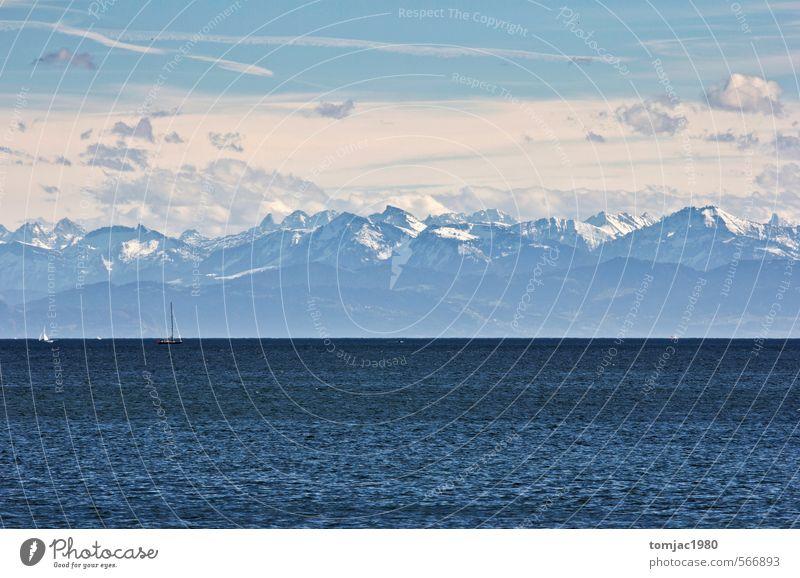 Bodensee mit Blick auf die verschneiten Alpen Himmel Natur blau Wasser Sommer Landschaft Wolken Umwelt Berge u. Gebirge Frühling See Luft Schönes Wetter Alpen Schneebedeckte Gipfel Sehenswürdigkeit