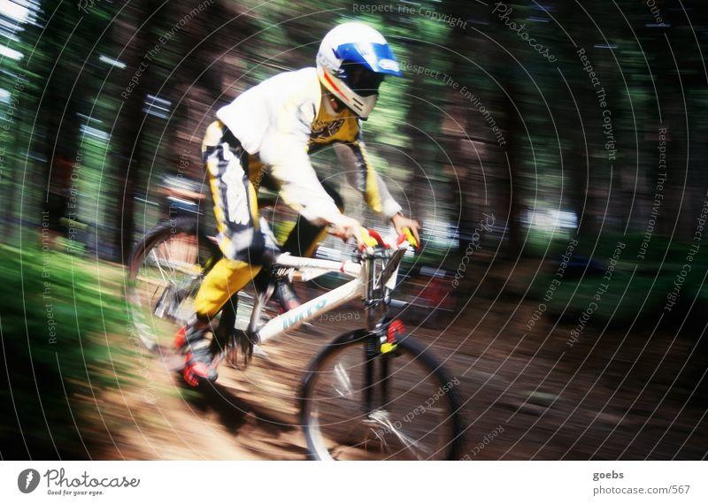 mtbiker01 Mountainbike Fahrrad Wald Geschwindigkeit Unschärfe Extremsport Race Downhill