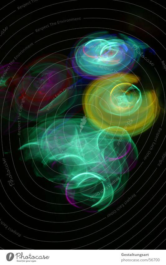 Kindergeburtstag (5/5) Disco Licht Leuchtstab Lampe glühen mehrfarbig schwarz grün gelb rot toben Kunst hüpfen springen Langzeitbelichtung Freude Club