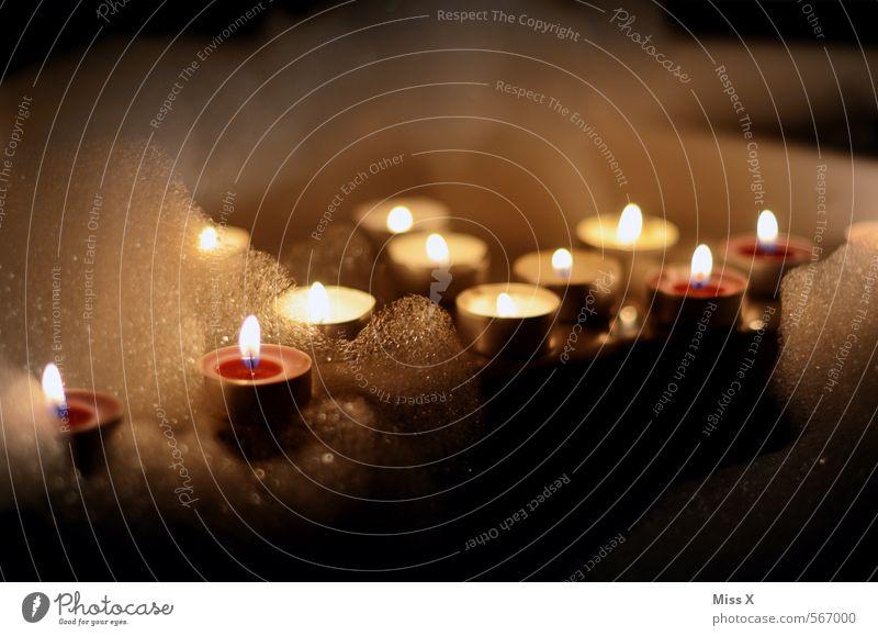Kerzen schön Körperpflege Wellness harmonisch Wohlgefühl Erholung ruhig Schwimmen & Baden Dekoration & Verzierung Badewanne leuchten Wärme Schaumbad Teelicht