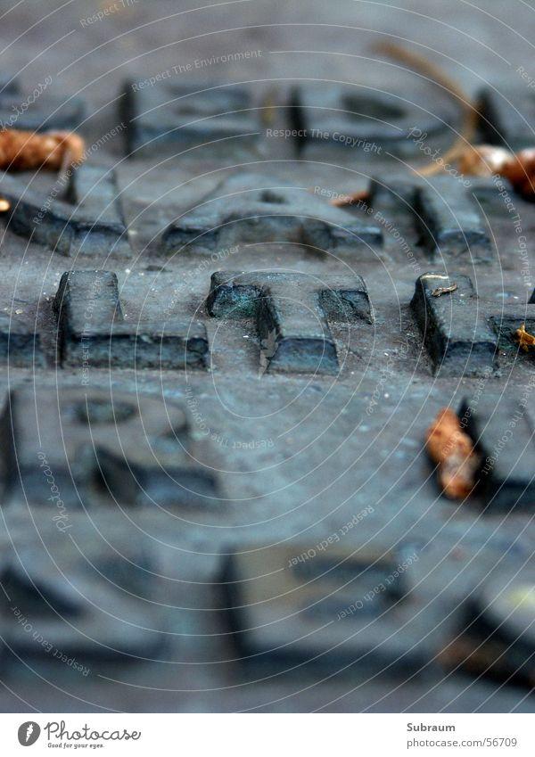 synagogenhof_01 Buchstaben Wort Synagoge Weltkrieg Trauer Friedhof erinnern Denkmal Erinnerung Wut Unterdrückung Tod Massenmord Detailaufnahme Judentum