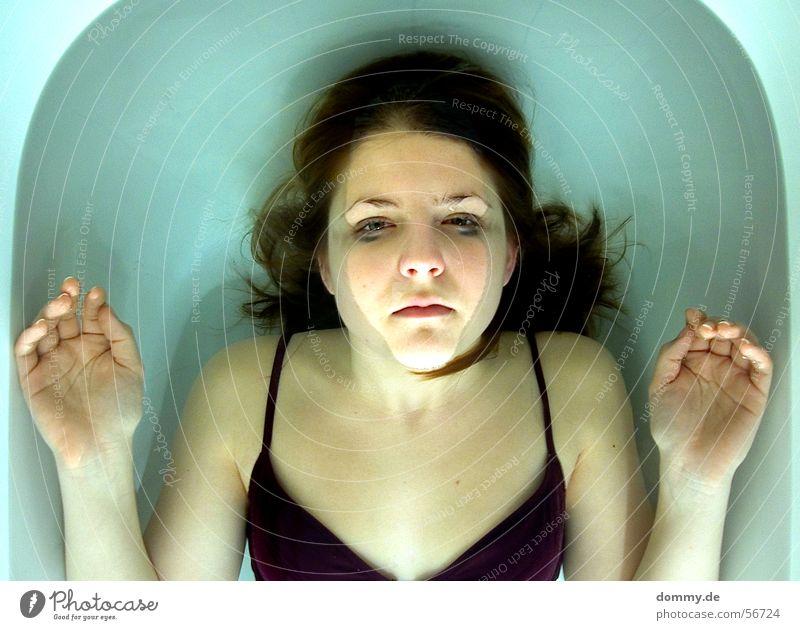 experiment II Badeanzug Frau Bikini Tod Badewanne Leiche weiß Hand Finger Haarspitze kathrin Haut Wasser verschmiert Auge Nase Mund Haare & Frisuren