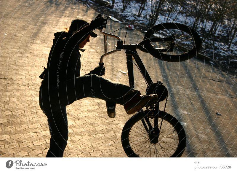 ride baby ride Frau Winter springen Park BMX