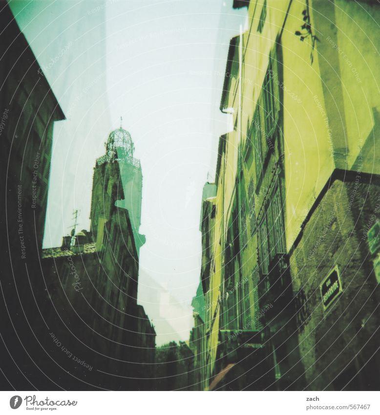 Arles alt Stadt grün Haus Wege & Pfade Gebäude Architektur Fassade Tourismus Kirche Bauwerk Frankreich Gasse analog Sightseeing Altstadt