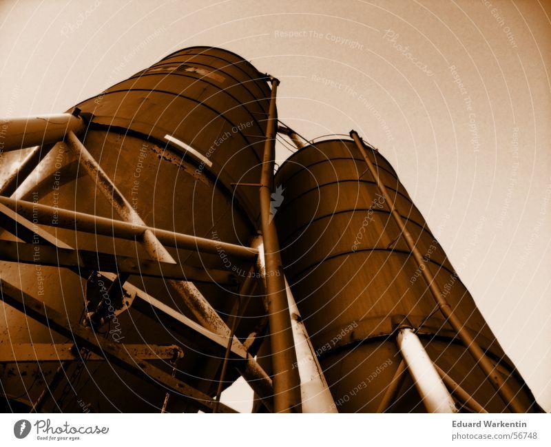 Silos Eisen Stahl Industrielandschaft orange Industriefotografie aufbewahren Rost