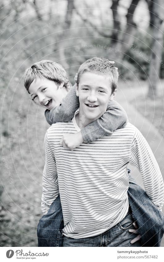 Mensch Kind Natur Jugendliche schön weiß Landschaft Freude Junger Mann Liebe Spielen lachen Mode Freundschaft Zusammensein
