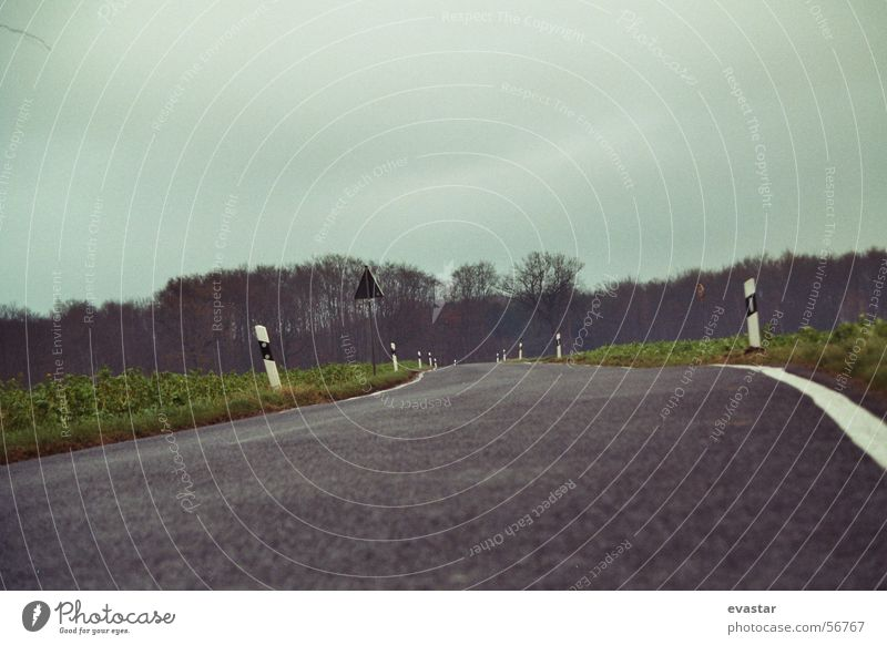 herbst gewitter zieht auf Himmel Straße Freiheit Wege & Pfade Landschaft Asphalt Seitenstreifen
