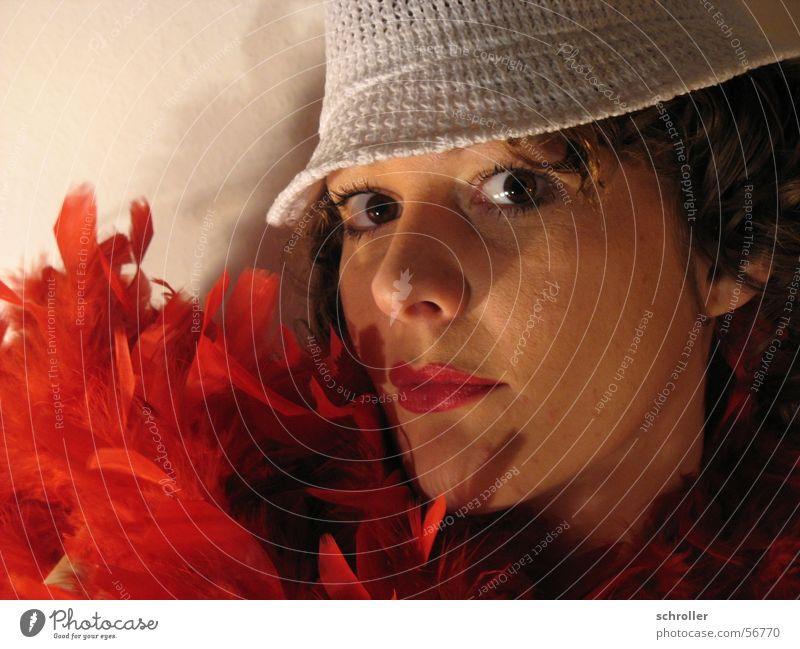 Lady for the First TIme Frau Gesicht Auge Feder Karneval Lippenstift Studioaufnahme Kosmetik Boa
