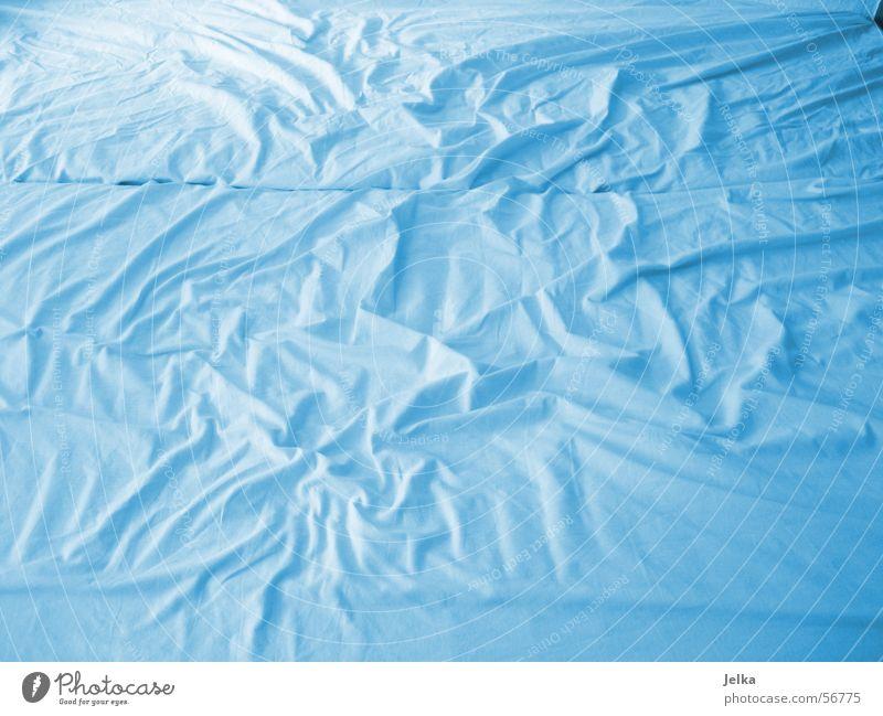 aus spaß hochgeladen und genommen! Bett blau Bettlaken bed blue bleu sheet sheets Farbfoto