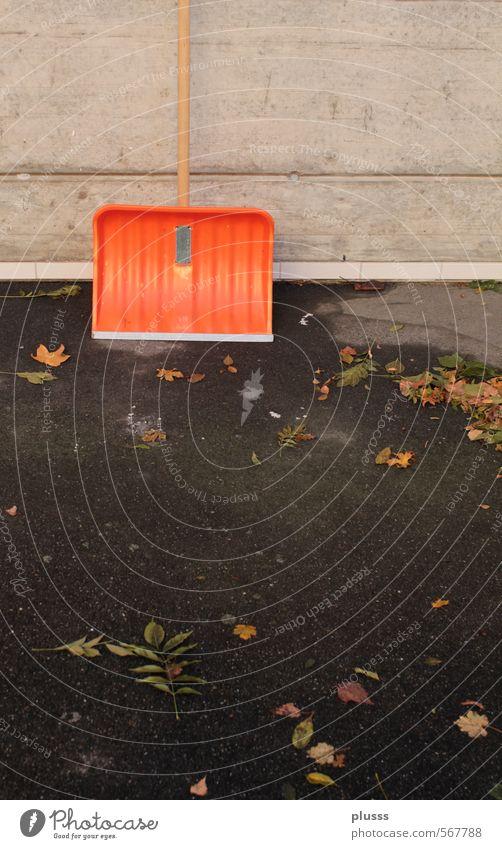 Der Winter kann kommen Herbst schlechtes Wetter Schneefall Arbeit & Erwerbstätigkeit orange Vorfreude Schaufel schaufeln Schneeschaufel Wintereinbruch November
