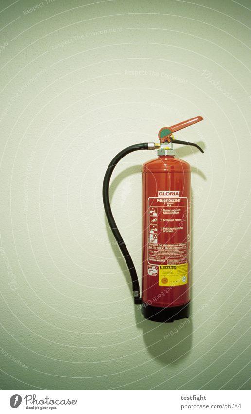 feuerlöscher Wasser grün rot Wand Brand Schutz Rettung Schaum Feuerwehr Alarm löschen Brandschutz Feuerlöscher Sanitäter Vorschrift