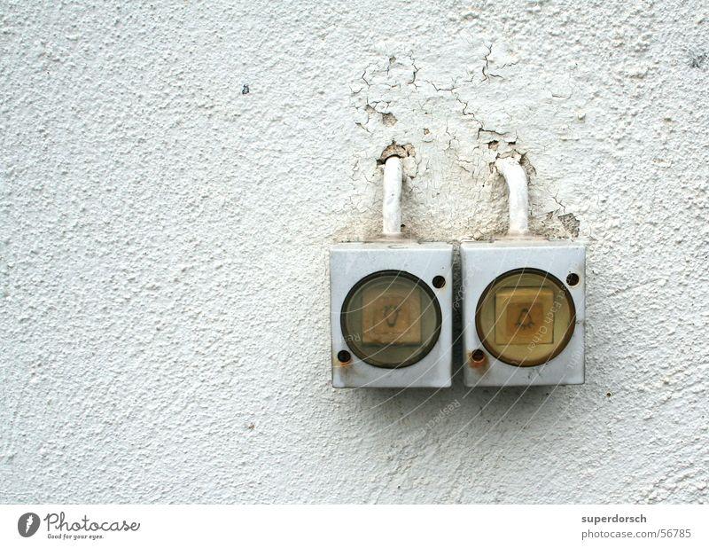 Es werde Licht Wand Mauer hell Riss Schalter