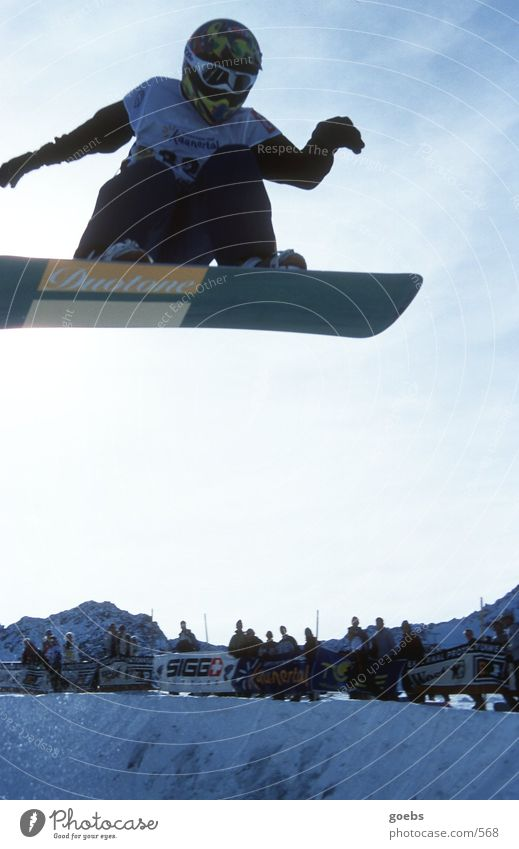 pipe05 Halfpipe Winter Snowboard Sportveranstaltung Berge u. Gebirge Schnee Alpen Skihelm Schneebrille Schutzhelm Publikum hoch angewinkelt talentiert springen