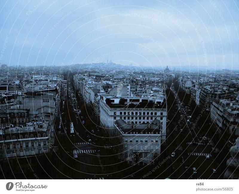 Paris, nicht Hilton, cordon bleu Licht Nebel Block quer Montmartre Kunst Haus Frankreich Stadt Hauptstraße Kirche Luft Wolken unsicher Hauptstadt Schatten blau
