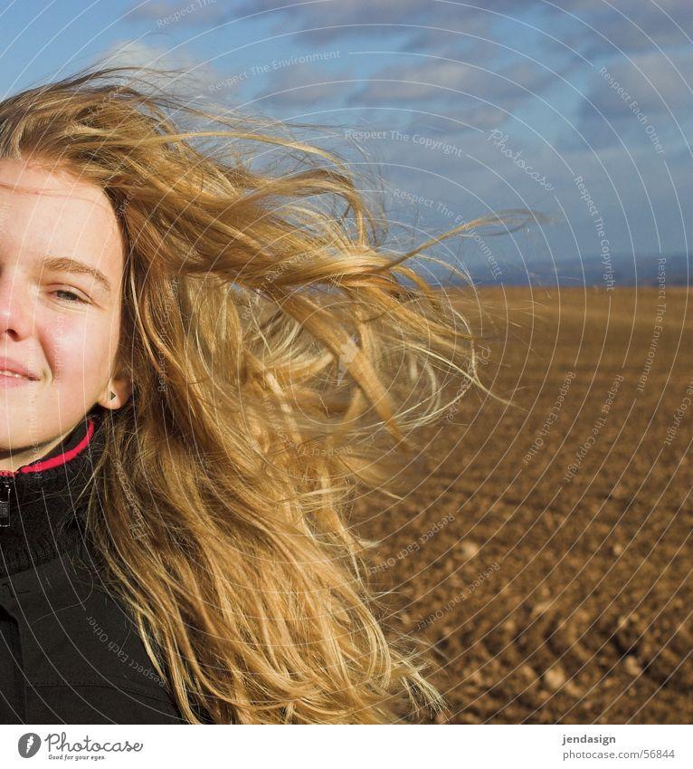 Haare in Farbe Mädchen Gesicht kalt lachen Haare & Frisuren Feld blond Wind