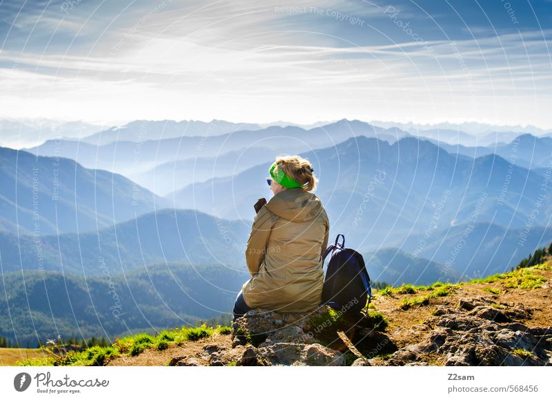 Die Welt zu Füßen Himmel Natur Ferien & Urlaub & Reisen Jugendliche Erholung Junge Frau Landschaft ruhig 18-30 Jahre Erwachsene Berge u. Gebirge feminin Herbst