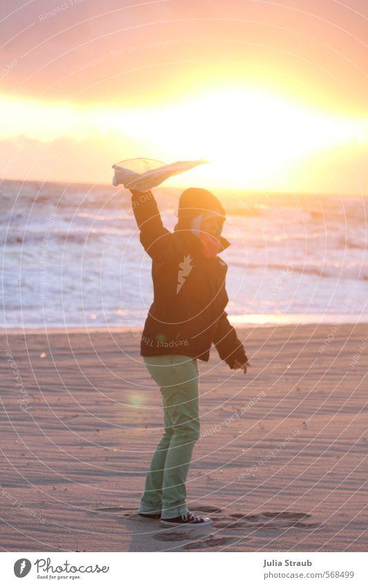 stürmischer schein feminin Junge Frau Jugendliche Erwachsene Körper 1 Mensch 18-30 Jahre Sand Wasser Sonnenaufgang Sonnenuntergang Herbst Wind Sturm Strand Meer