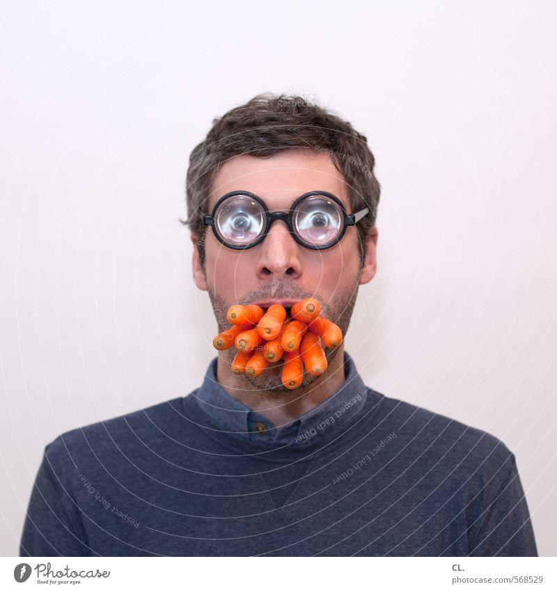 good for your eyes Mensch Mann Gesicht Erwachsene Auge lustig Essen Kopf Lebensmittel orange maskulin Mund Ernährung Brille einzigartig Kreativität