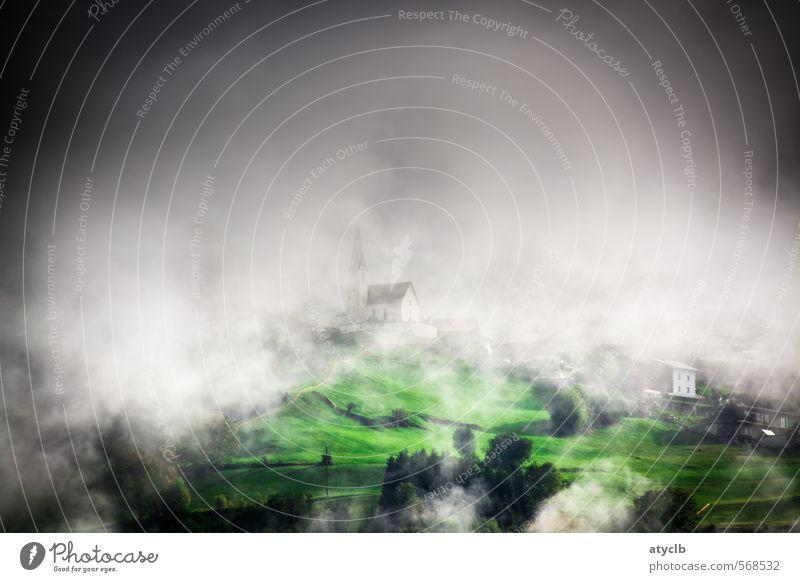 Weitsicht Ferien & Urlaub & Reisen Erholung Wolken Ferne Berge u. Gebirge Wiese Denken träumen Nebel Tourismus warten Kirche Alpen Dorf atmen