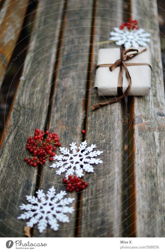 Nikolaus Weihnachten & Advent Winter Gefühle Schnee Holz Feste & Feiern Stimmung Dekoration & Verzierung Geschenk Vorfreude Schneeflocke Schleife schenken