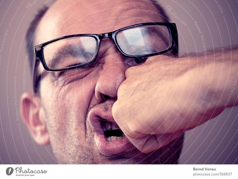 Voll auf die 12 Mensch maskulin Mann Erwachsene Nase 45-60 Jahre lustig Faust Schlag Brille Deformation Hautfalten Barthaare Gewalt gestellt Selbstportrait