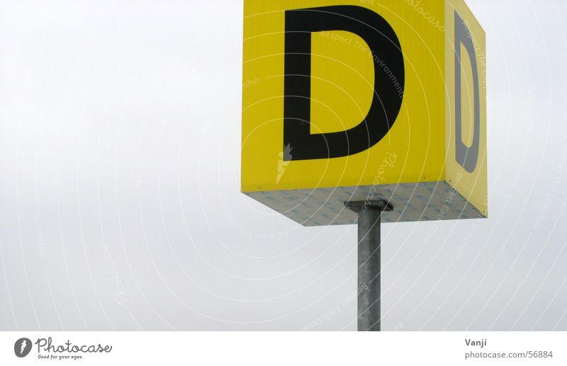 Dickes D gelb Schilder & Markierungen Buchstaben Flughafen