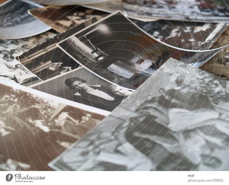 photos Fotografie schwarz weiß vergilbt historisch Fotopapier Papier Haus Winter Nacht Villa schön ernst Frau Vergangenheit Sehnsucht Ferne Stillleben Verlauf