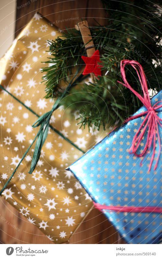 großes, erstes Adventskalenderpäckchen blau schön Weihnachten & Advent Freude Gefühle 1 Stimmung Freizeit & Hobby gold Häusliches Leben Kindheit Lifestyle