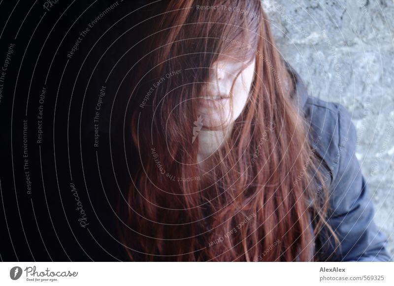 Schöne Augen! Junge Frau Jugendliche Haare & Frisuren Lippen 18-30 Jahre Erwachsene Jugendkultur Jacke rothaarig langhaarig Stein Denken träumen authentisch