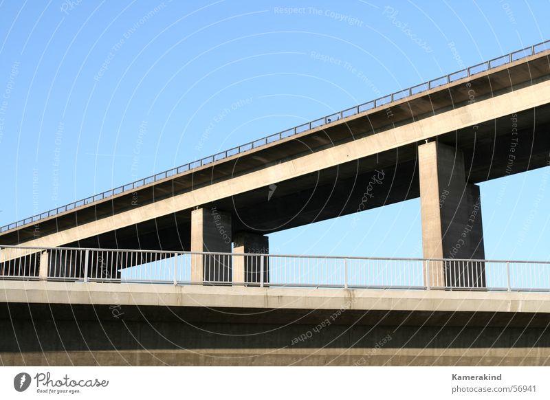 Under the bridge Straße Beton Brücke Autobahn Straßenbau