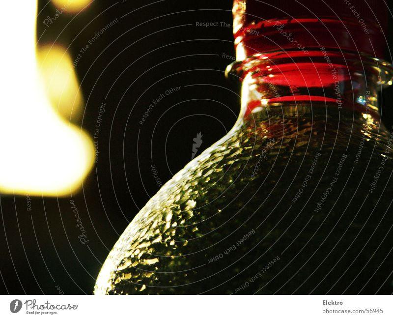goldfit Mehrfruchtsaftgetränk Flasche Glasbehälter leer voll Strukturen & Formen Ordnung rot schwarz dunkel Licht Reflexion & Spiegelung schimmern Schatten