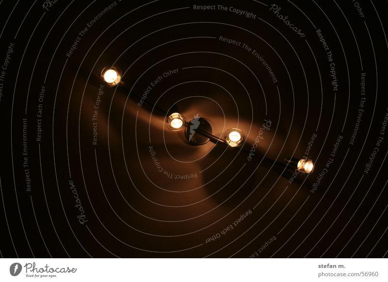 lightwaves Lampe Beleuchtung Nachtaufnahme