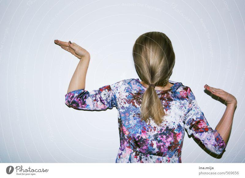 anders sein Mensch blau weiß feminin Bewegung Haare & Frisuren außergewöhnlich Behaarung blond Tanzen authentisch einzigartig violett sportlich Karneval brünett