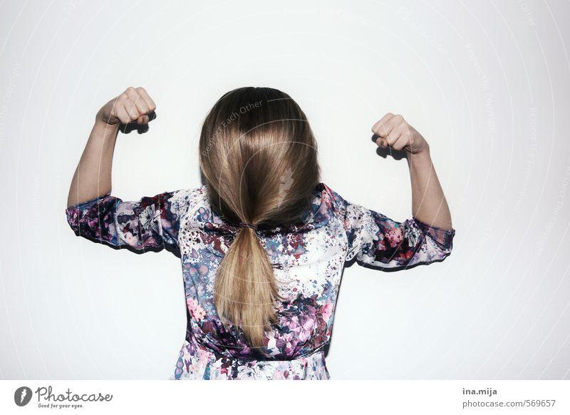 bleib stark! Gefühle feminin Haare & Frisuren außergewöhnlich Angst Kraft blond authentisch Energie bedrohlich Macht Mut brünett Stress langhaarig Aggression
