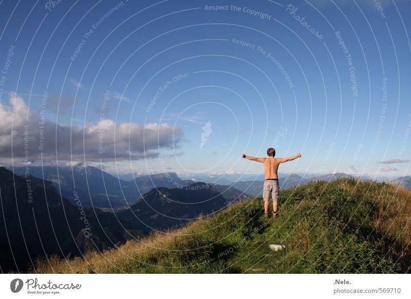 geschafft. Klettern Bergsteigen wandern Mensch maskulin Junger Mann Jugendliche 1 Natur Landschaft Luft Himmel Wolken Sommer Schönes Wetter Berge u. Gebirge