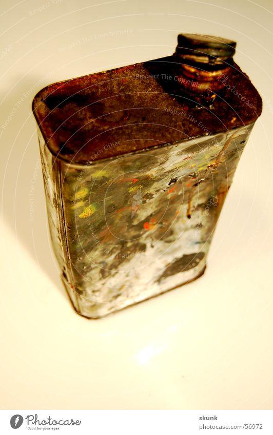 Atelier-Ramsch Dose Büchse Behälter u. Gefäße dreckig Fingerabdruck Rost Gully Verschluss offen mehrfarbig