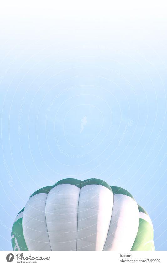 Luft nach oben Himmel blau grün weiß Sommer Erholung Ferne Gefühle Sport Freiheit fliegen Zusammensein Freizeit & Hobby Ausflug Abenteuer Luftballon