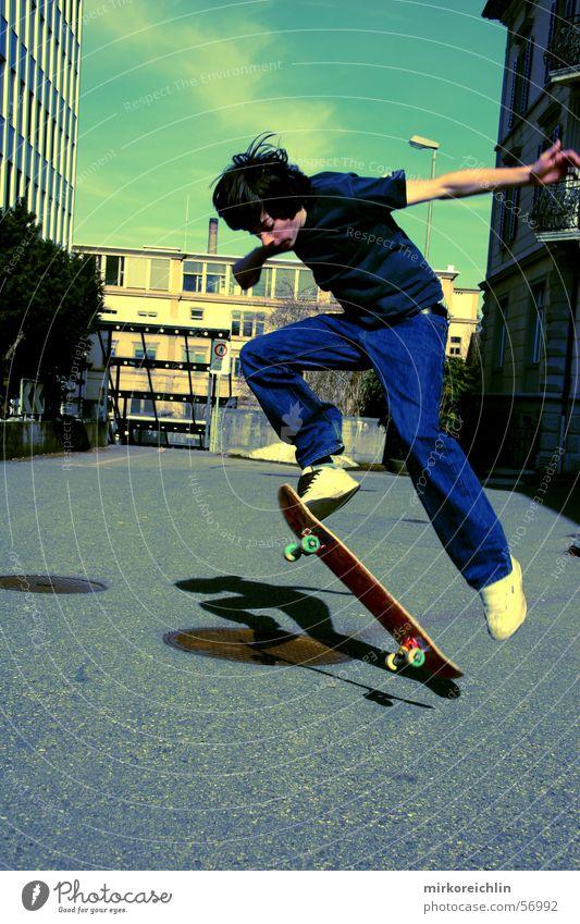Skaterboy II Himmel Jugendliche Mann grün Stil springen Skateboarding Freestyle Trick Jump Air