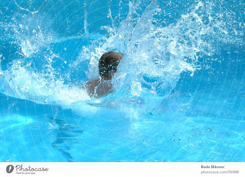 Sprung ins Wasser Wasser blau springen Wellen Schwimmbad Freizeit & Hobby spritzen Erfrischung