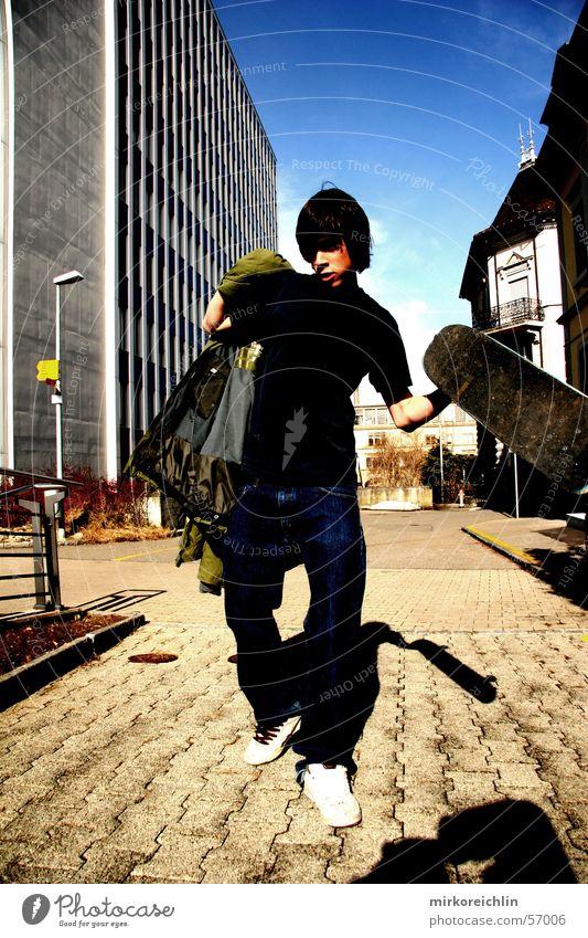 Skaterboy III Skateboarding Stil Etnies retro springen Mann Luft Coolness ollie air blau Himmel