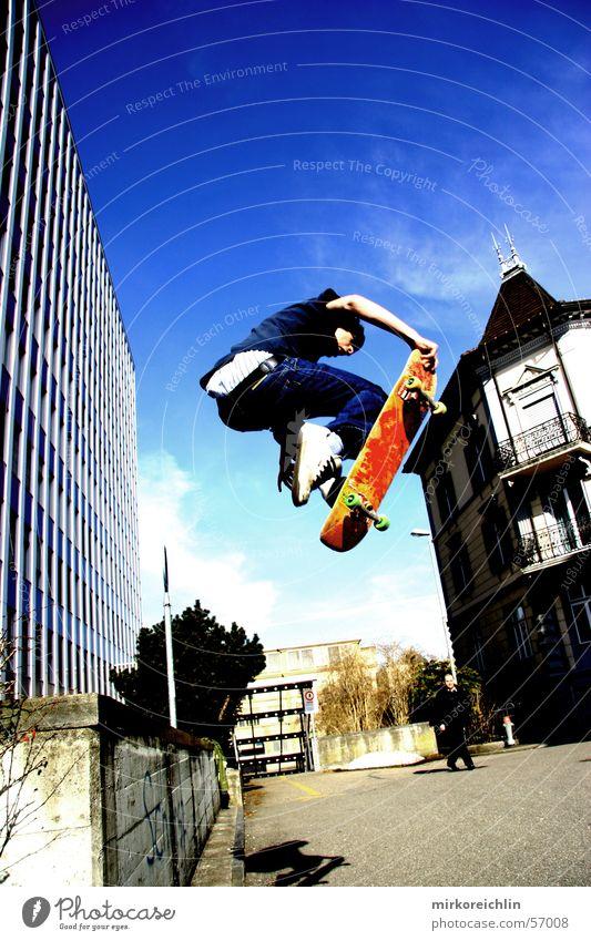Skaterboy IV Skateboarding Stil Etnies retro springen Mann Luft Coolness ollie blau Himmel Air Trick Jump